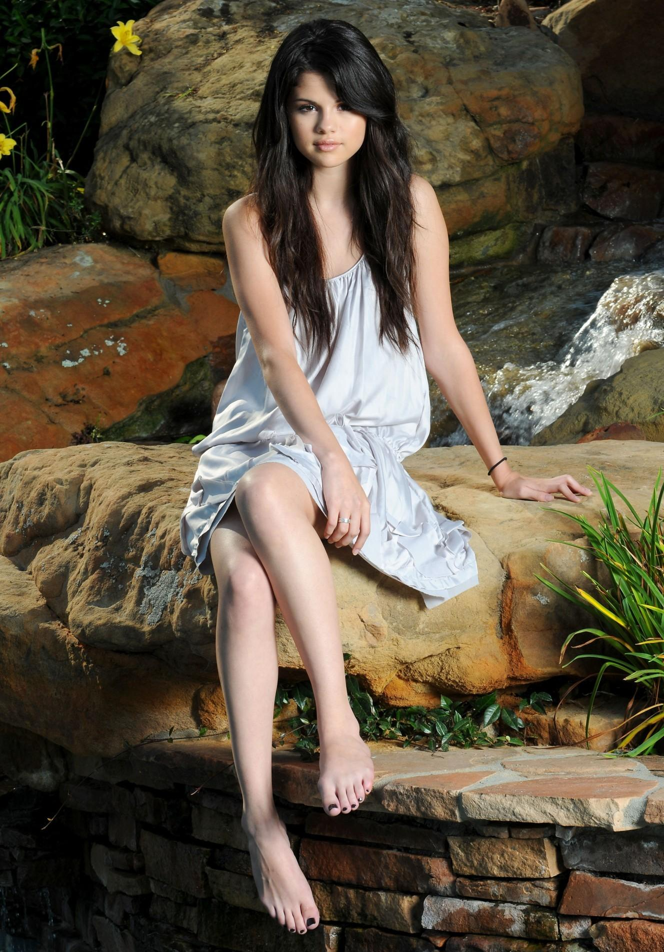 1000 Images About Selena Gomez Feet On Pinterest
